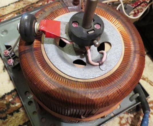 лабораторный автотрансформатор (латор)